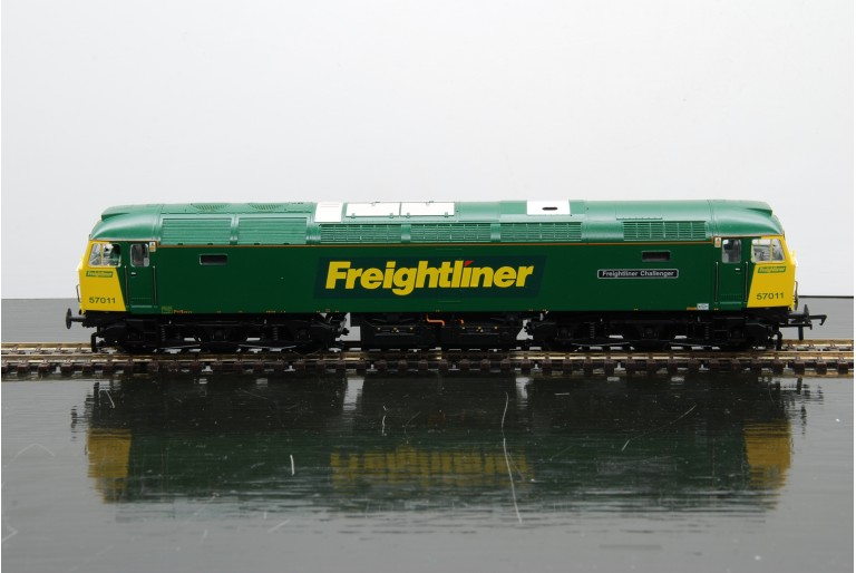 Class 57 Freightliner Challenger 32-753
