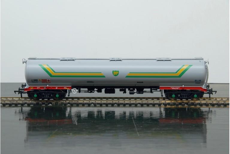 BP 100 Ton TEA Bogie Tank Wagon 38-112 Bachmann