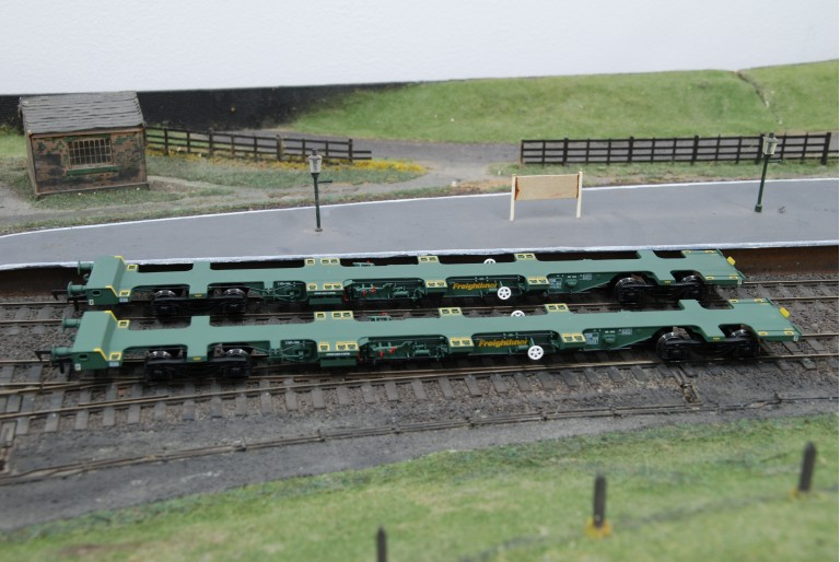 FEA Spine Wagon Freightliner Dapol B724E