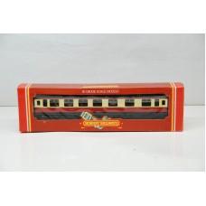 BR Composite Coach Crimson / Cream M4329