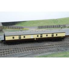 Hornby R4212 Parcels Coach BR MK1 Chocolate & Cream