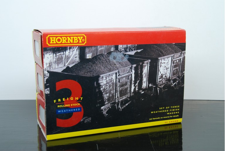 Box of 3 Weathered Mineral Wagons R6155A