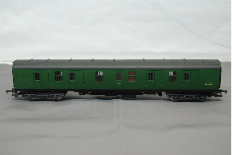 Guards Carriage in Green S33456