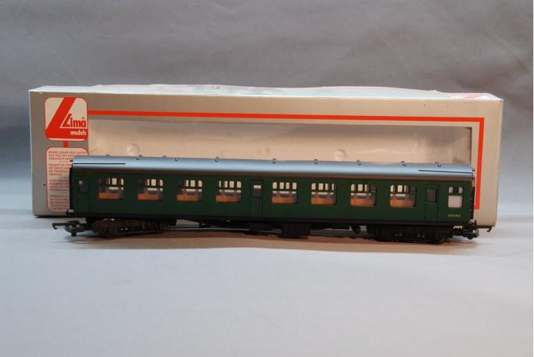 SR Green Passenger Coach S25916