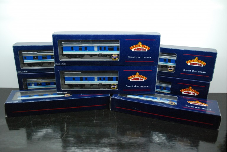 Bachmann Rake of 8 Regional Railways Coaches